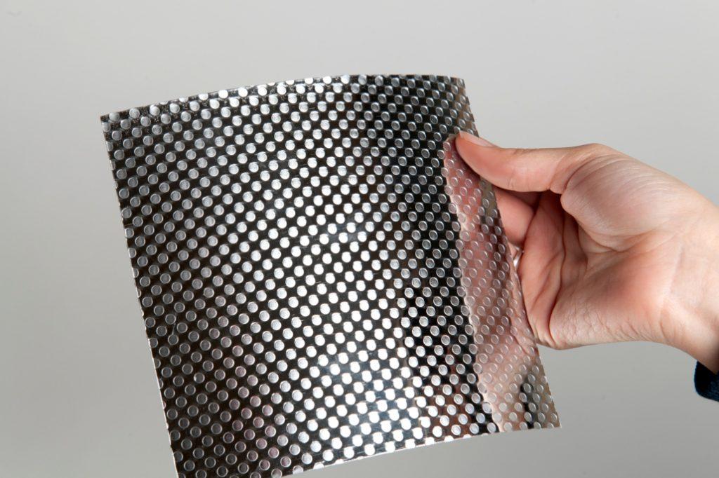 Poro efecto reja sobre canto PVC + Aluminio